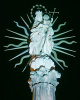 Mária-téri szobor éjszaka